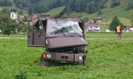 journalismus-militaer-unfallauto-2